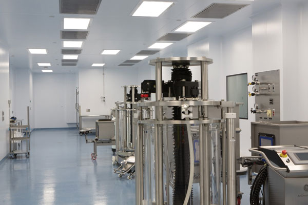 Cleanroom with Top Access Light fixtures
