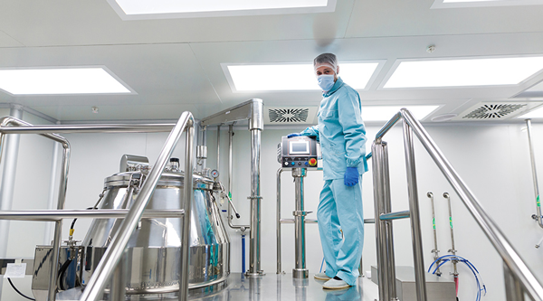 Cleanroom with Plenum Access Light Fixtures